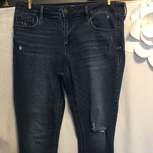 Donated Last day.  2/$8 New Mid Rise Skinny Jeans